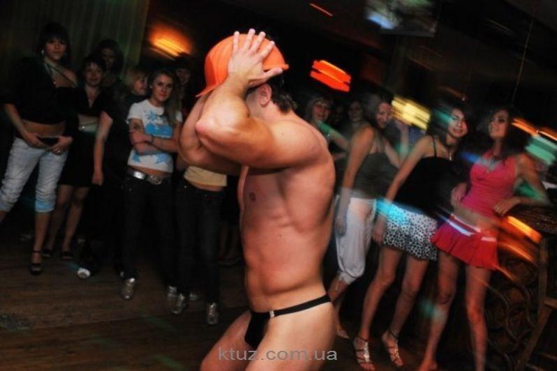 striptizer-na-devishnik-video