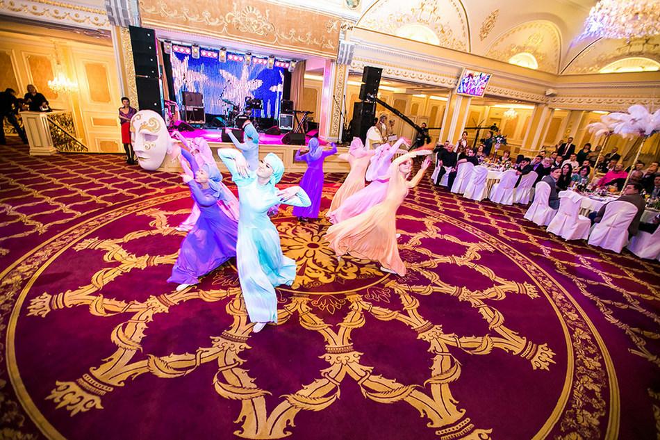 Свадебное слайд шоу из фотографий с музыкой помощь приходят